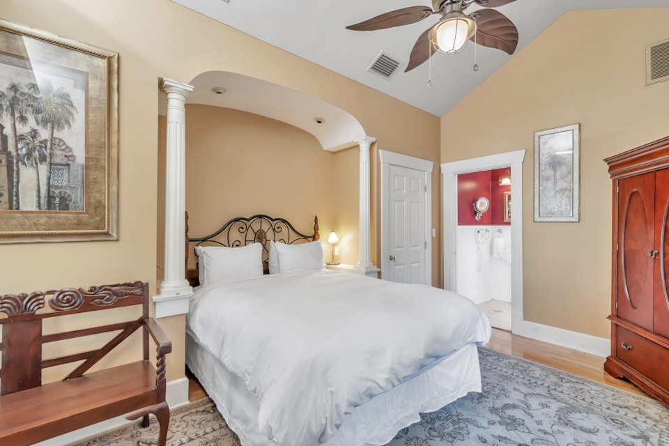 Apt B Queen Suites - Bay Street Inn - st petersburg florida hotels