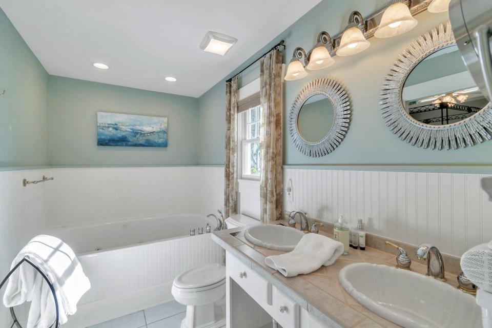 Bathroom - Bay Street Inn - best hotels in st pete
