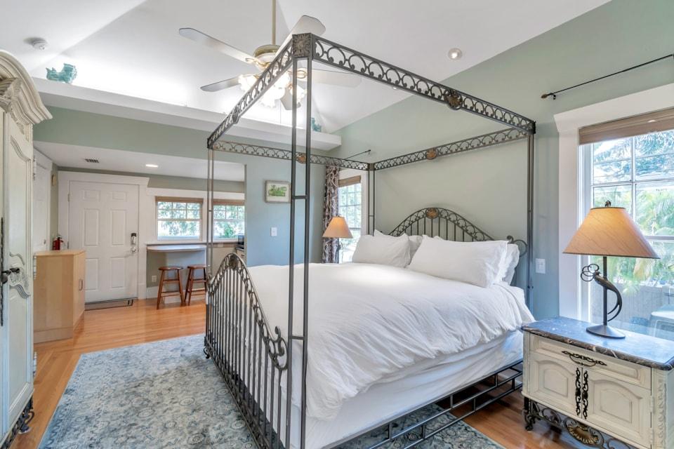 Apt A Kings Suites - Bay Street Inn - st petersburg florida hotels